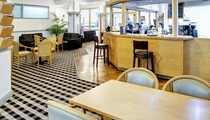 The Gallery Restaurant Bar Serves Up Top Notch British And International Cuisine To Accompany Your Meal Theres A Fine Selection Of Ales Spirits